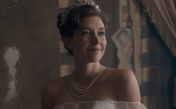 Vanessa-Kirby-The-Crown-featurette-screenshot-600x372