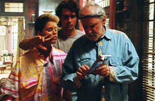 El piloto de Lost Boys lanza a Sam y al abuelo