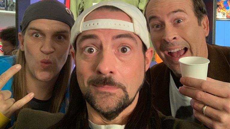 Snoochie Boochies!  Kevin Smith marca el inicio de la filmación de Jay y Silent Bob Reboot con una selfie de celebración
