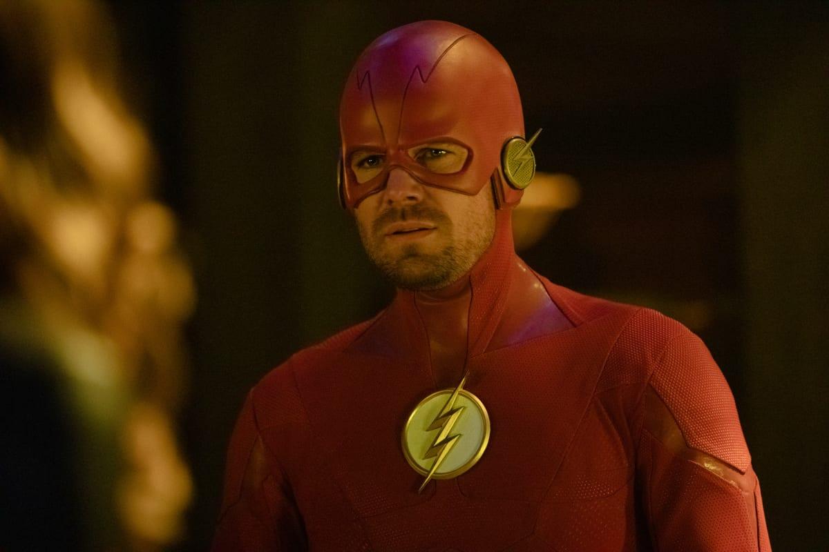 Las imágenes promocionales de 'Elseworlds' presentan a Supergirl, The Flash, Green Arrow, Batwoman, The Monitor, 90s Flash y más
