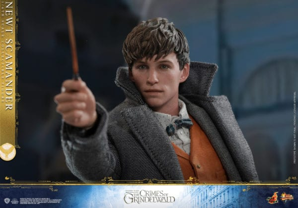 Hot-Toys-Fantastic-Beasts-2-Newt-Scamander-Collectible-Figure-5-600x420
