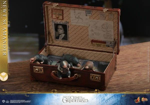 Hot-Toys-Fantastic-Beasts-2-Newt-Scamander-Collectible-Figure-9-600x420