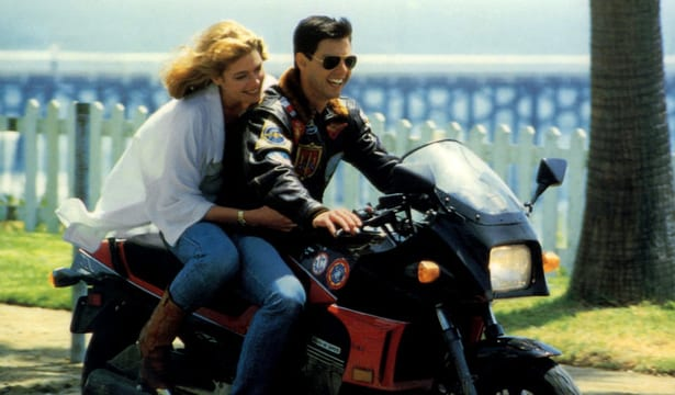 Tom Cruise y Jennifer Connelly recrean el momento icónico de Top Gun en Top Gun: Maverick set photo