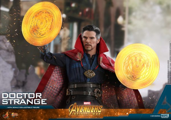 Hot-Toys-AIW-Doctor-Strange-collectible-figure-10-600x422