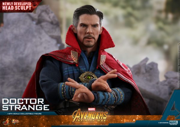 Hot-Toys-AIW-Doctor-Strange-collectible-figure-11-600x422