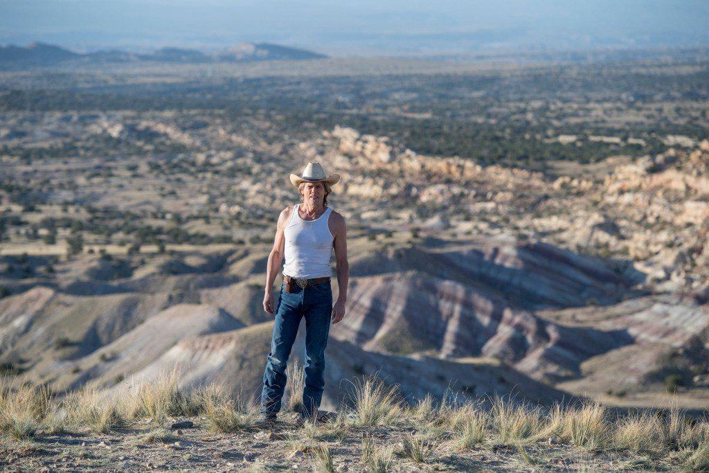 Valentine McKee de Kevin Bacon regresa en imágenes del piloto de Tremors
