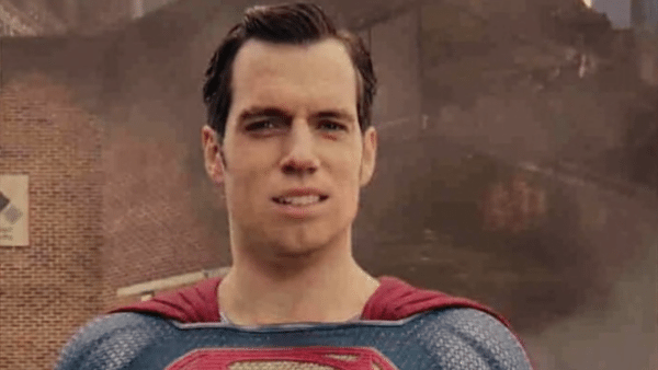 superman-bigote-600x338