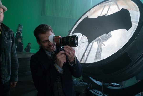 Justice-League-BTS-Snyder-Momoa-Affleck-2-600x402