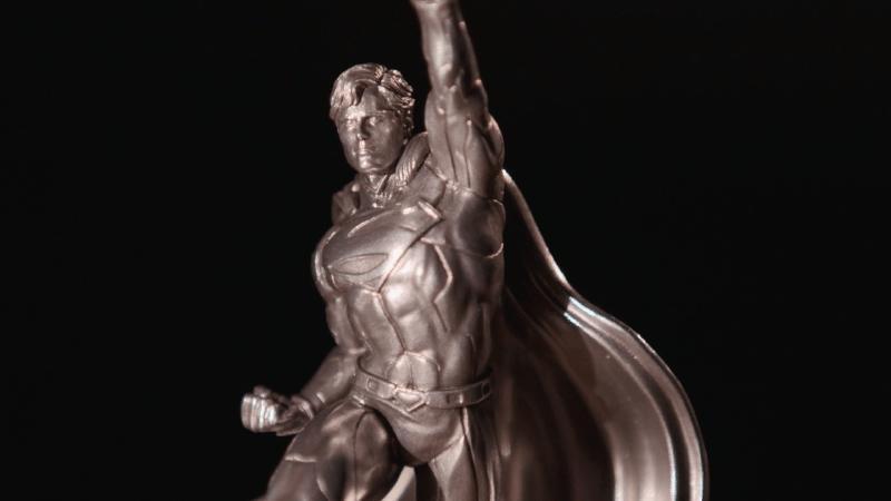 Superman inmortalizado en plata pura para celebrar el 80 aniversario