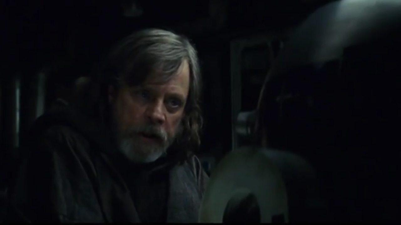 Luke Skywalker y R2-D2 se reúnen en Star Wars: The Last Jedi TV spot