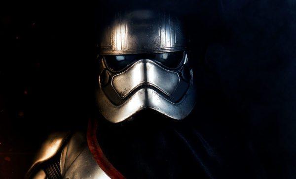 star-wars-captain-phasma-premium-format-figure-sideshow-feature-300562-600x364