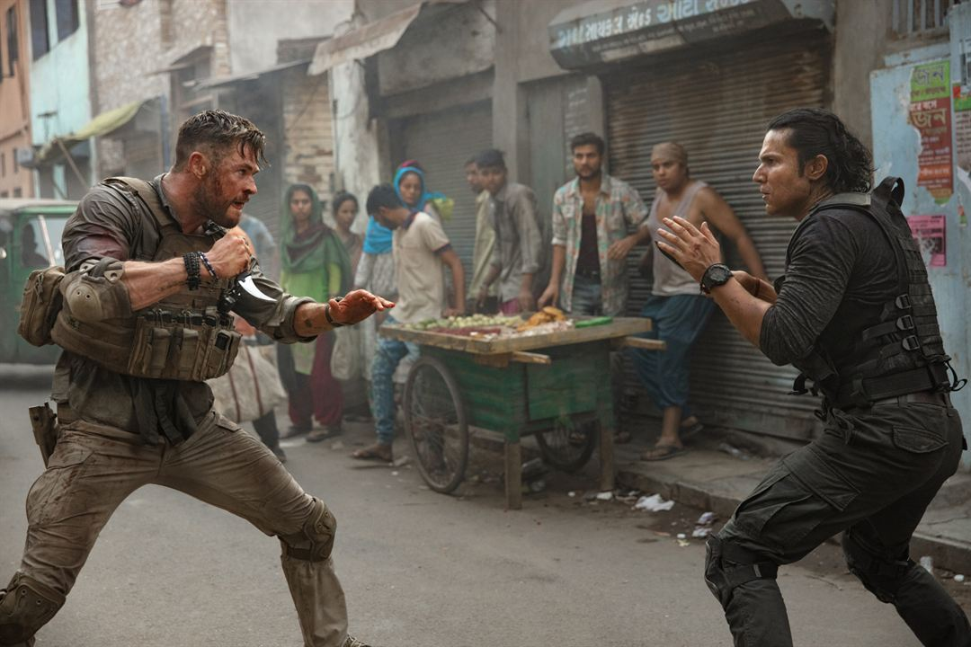 Rescate: Foto Chris Hemsworth, Randeep Hooda