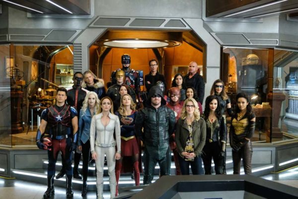 Legends-of-Tomorrow-s3-Crossover-episode-6-600x400