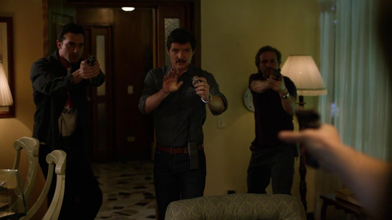 Pedro Pascal, Michael Stahl-David y Matt Whelan en Narcos (2015)