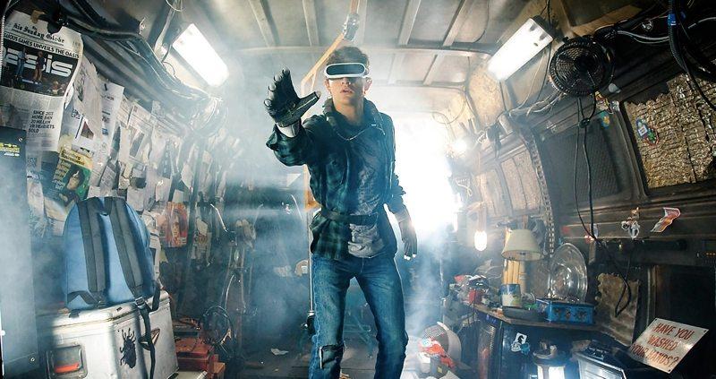 Realiza un recorrido de realidad virtual por el garaje de Aech desde Ready Player One
